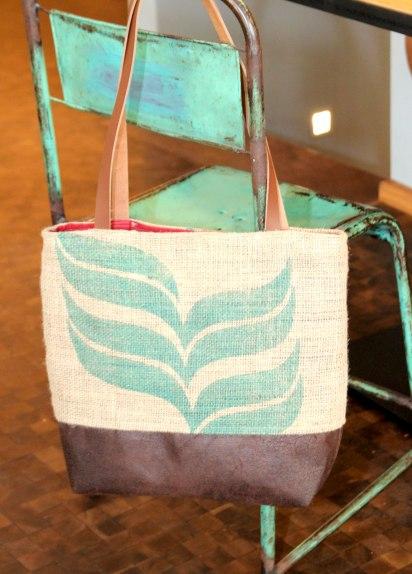 Die Tasche im Café...