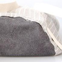 Boden aus grauem Kunstleder
